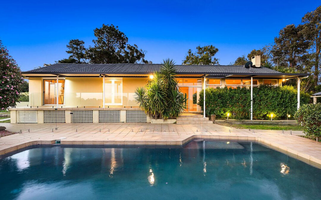 PRIME KENTHURST LOCATION! – Stables, Pool and Tennis Court on Acreage!